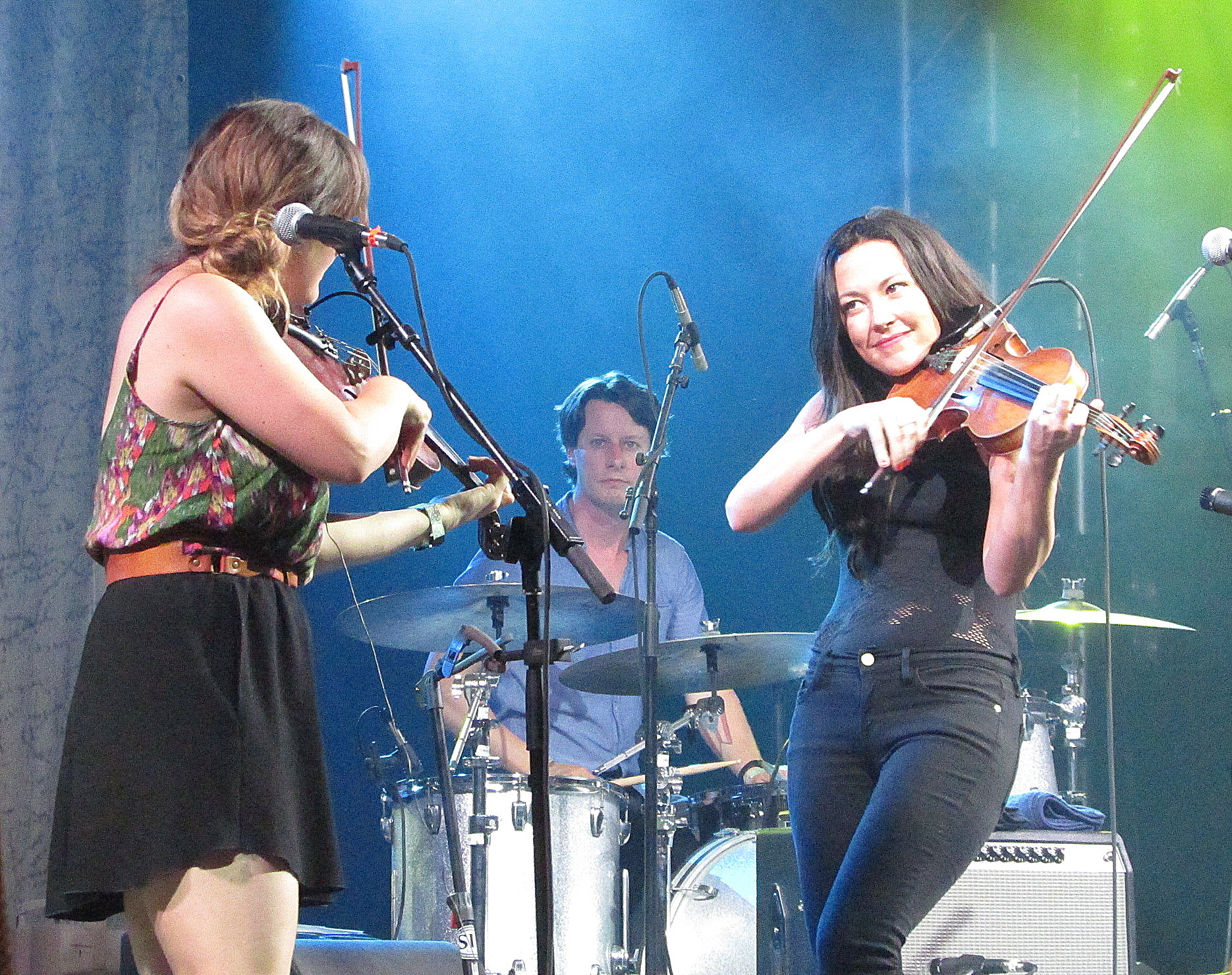 Sara Watkins and Amanda Shires at the 2016 Bluegrass Superjam