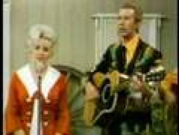 Dolly Parton & Porter Wagoner --  Holding On To Nothin'