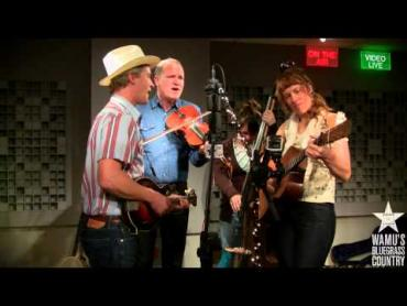 Foghorn Stringband - Outshine The Sun [Live at WAMU's Bluegrass Country]