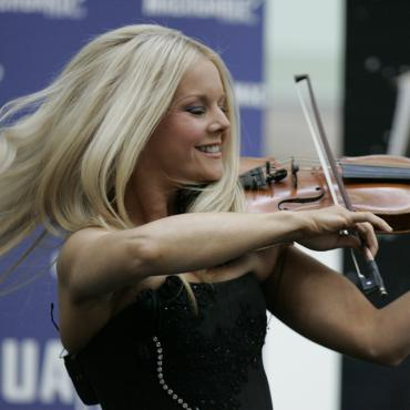 Crowdfunding Campaigns of the Week- Mairead Nesbitt, The Grateful Dead, Andrew Combs