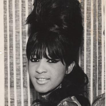 Ronnie Spector on Falling in Love with Santa