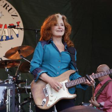 Bonnie Raitt Dazzles the Crowd At Knoxville's Tennessee Theatre