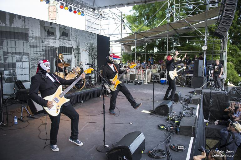Los Straitjackets at the Waterfront Blues Festival.