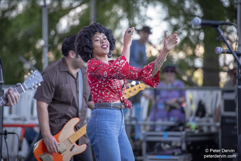 Nikki Hill at Waterfront Blues Festival 2018