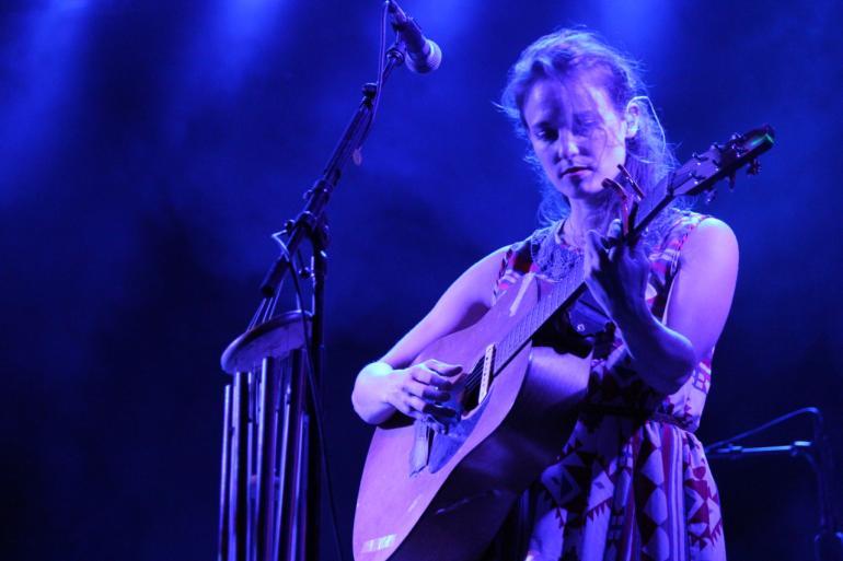 Dawn Landes guitar