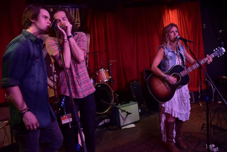 Kasey Chambers and Grizzlee Trainat AmericanaFest 2016