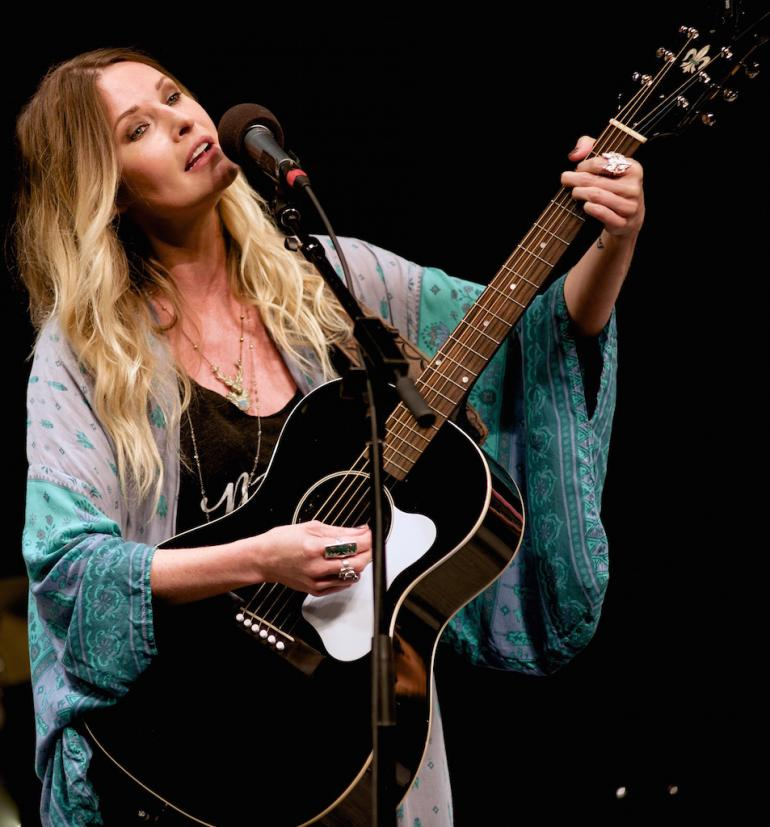 Elizabeth Cook on Mountain Stage July 31, 2016