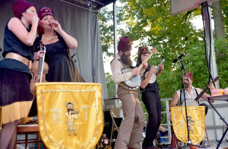 Roochie Toochie & the Ragtime Shepherd Kings, Clifftop 2016