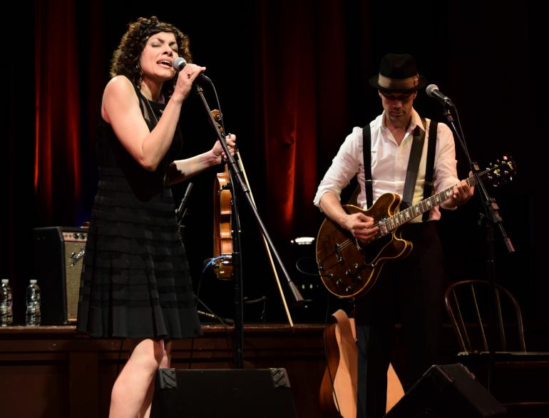 Carrie Rodriguez and Luke Jacobs team up for the night. Photo credit: Kim Reed