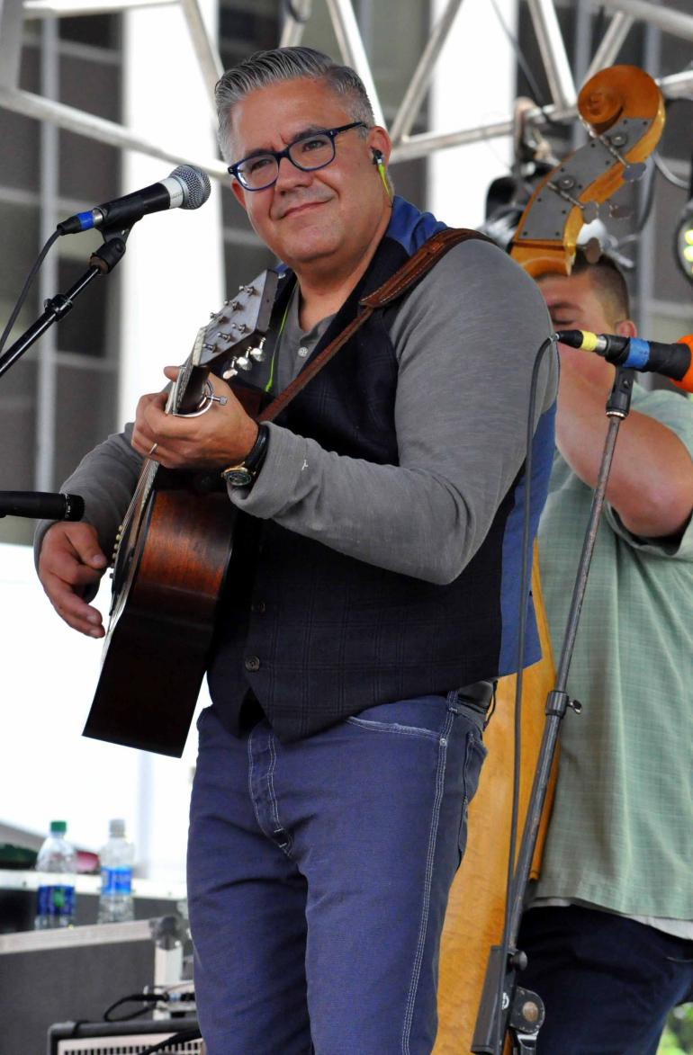 Kenny Smith of Kenny & Amanda Smith at IBMA Wide Open Bluegrass 2016