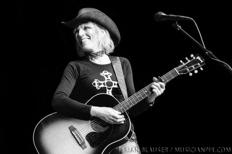 Lucinda Williams / Mountain Stage / 12-2-01