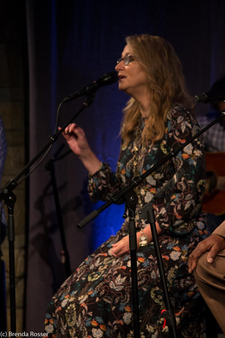 Joan Osborne performs at Americanafest 2017