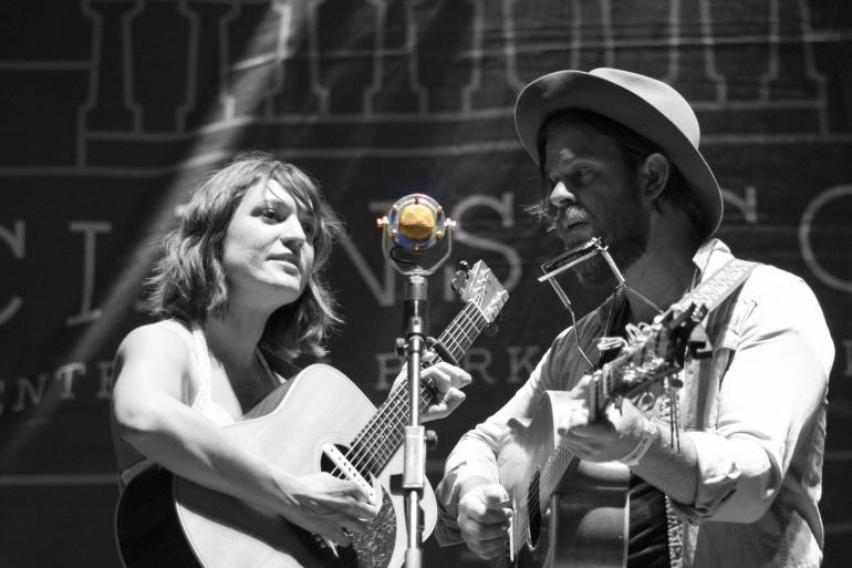 Amber Rubarth and Joe Purdy Perform Songs from American Folk at Musician's Corner