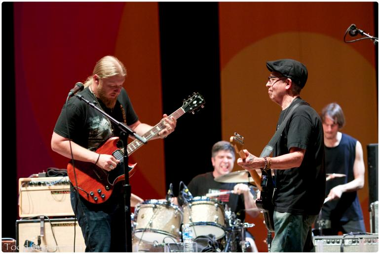 Derek Trucks with Los Lobos